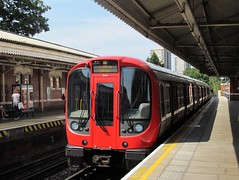 Circle Line, 21411 (Chris GBNL) Tags: london train metro tube londonunderground circleline 21411 sstock