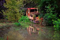 Nasukan brod u Splavarskoj ulici (Old Boat Stranded)