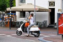 Scooter Girl (FaceMePLS) Tags: amsterdam vespa nederland thenetherlands streetphotography jeans windshield meisje handtas tweewieler straatfotografie sleehak windscherm facemepls schoudertas nikond300 snorscooter