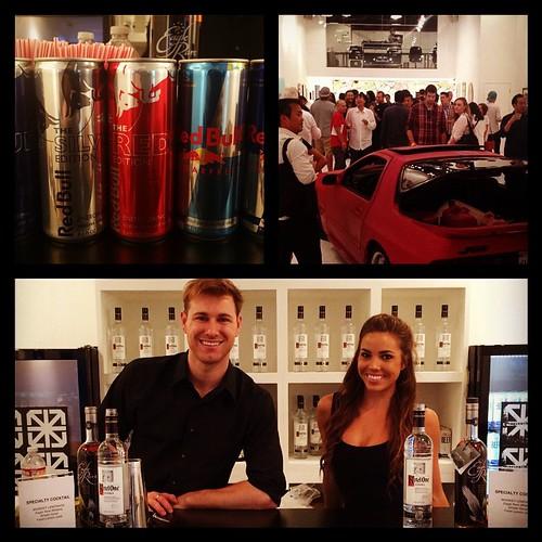 Exhibit opening @knowngallery w/ @redbull @mallmovie #staffing #events #eventlife #vodka #vino #losangeles #cityofangels #art #joehahn #artgallery #bartenders #linkinpark #beastla #redbull @housebeer @linkinpark #werk #200ProofLA #200Proof