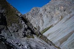 Val Müschauns (2014-09-27) (Toni_V) Tags: mountains alps landscape schweiz switzerland europe suisse hiking 28mm rangefinder trail alpen svizzera engadin wanderung m9 wanderweg 2014 graubünden grisons snp svizra parcnaziunalsvizzer grischun elmaritm schweizerischernationalpark ©toniv leicam9 140927 valmüschauns l1018849 schanffuorclavalsassachamannacluozzazernez