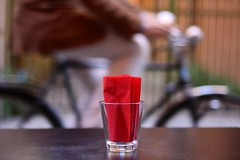 panta rei (Narda) Tags: red rosso bicchiere bicicletta fazzoletto