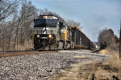 Hustling on the Ns Saint Louis District. (Machme92) Tags: ns norfolksouthern norfolk ge gevo unionpacifc up trains tracks railroad railfanning railroads railfans rails rail row railroading railfan missouri nikon