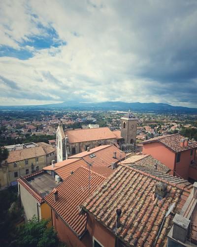 • Vista sulla città di Palestrina, in primo piano la chiesa di Sant'Antonio • . . . #yallerslazio #likes_lazio #volgolazio #igerslazio #lazio_super_pics #ig_lazio #lazioisme #vivolazio #top_lazio_photo #noidiroma #ig_rome #thehub_lazio #bestlaziopics #ita