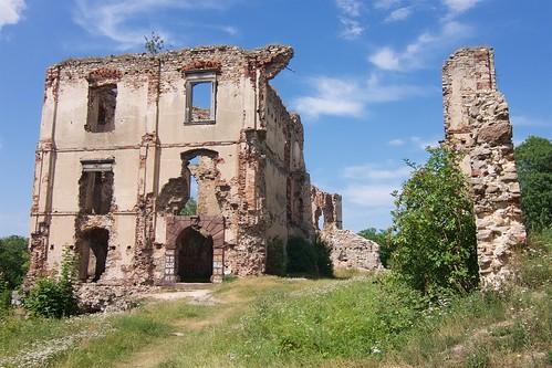 Ruiny zamku w Bodzentynie od południa