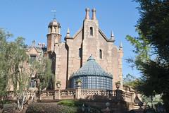 Haunted Mansion - Magic Kingdom (fisherbray) Tags: fisherbray usa unitedstates florida orangecounty orlando baylake disney waltdisneyworld wdw disneyworld nikon d5000 magickingdom themepark hauntedmansion