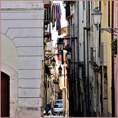 mezzogiorno italiano -isernia- (archifra -francesco de vincenzi-) Tags: archifraisernia francescodevincenzi corsomarcelliisernia molise italia mezzogiornoitaliano vicolo centroanticoisernia centroantico urbandetail urbanshot lampioni pannistesi