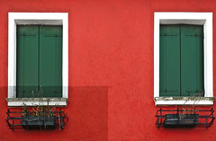 Burano en rouge (G.hostbuster (Gigi)) Tags: windows colors burano ghostbuster gigi49