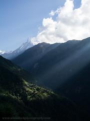 Sunbeam in the Himilayas (Jigsawn) Tags: nepal sun mountain nature landscape ray village sunbeam annapurna himalayas annapurnas