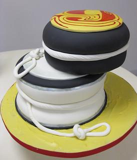 Yo yos cake med