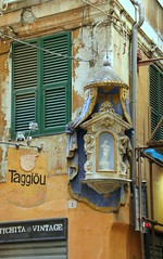 Crocicchio / Crossroads, Genova (klausbergheimer) Tags: altar via genoa genova maddalena crossroads votive edicola votiva crocicchio
