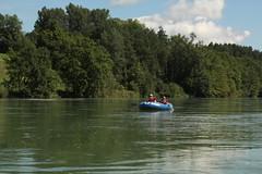 Schlauchboot Sevylor Caravelle K105 ( Gummiboot ) unterwegs auf dem Rhein ( Hochrhein - Fluss - River ) zwischen dem K.raftwerk R.heinsfelden und K.aiserstuhl im Kanton Zrich in der Schweiz und Deutschland (chrchr_75) Tags: chriguhurnibluemailch christoph hurni schweiz suisse switzerland svizzera suissa swiss chrchr chrchr75 chrigu chriguhurni 1408 august 2014 hurni140817 gummiboot gummiboote schlauchboot schlauchboote boot jolle dinghy boat jolla canot  sloep bote albumschlauchbootegummibooteunterwegsinderschweiz sevylor caravelle k105 albumschlauchbootsevylorcaravellek105 august2014 rhein rhin reno rijn rhenus rhine rin strom europa albumrhein fluss river joki rivire fiume  rivier rzeka rio flod ro