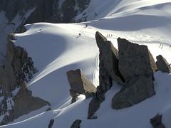 Chamonix, massif du Mont-Blanc, dpart en valle Blanche (Ytierny) Tags: france horizontal glacier piton neige midi chamonix crevasse montblanc alpinisme ondulation randonne hautesavoie valleblanche aiguille et srac paroi corde massifdumontblanc hautemontagne alpesdunord ytierny