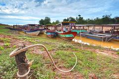 ទន្លេកំពង់ភ្លុក / Kampong Phluk River (Sotitia Om Photography) Tags: kampongphluk river landscape cambodianphotographers sotitiaomphotography cambodia kampuchea siemreap kingdomofwonder kingdomofcambodia southeastasia asian asia asiatravel canonasia canonusa teamcanon wideanglelens boats khmer