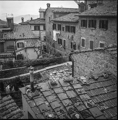 rooftops, clotheslines, Cortona, Tuscany, Italy, Rolleicord TLR, Fomapan 200, Moersch Eco Film Developer, December 2016 (steve aimone) Tags: rooftops clotheslines cortona tuscany italy rolleicord tlr fomapan200 moerschecofilmdeveloper monochrome monochromatic mediumformat blackandwhite architecture architecturalforms cityscape stone redtile redtileroofs