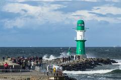Warnemünde Westmole (LB-fotos) Tags: leutchtturm lighthouse menschen rostock warnemünde balticsea ocean ostsee people stormy stürmisch wasser water