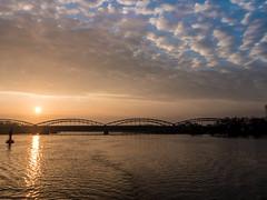 Morning Glory / Süderelbe (astielau) Tags: elbbruecken elbe gegenlicht hamburg harburg himmel ks10 sonnenaufgang süderelbe