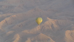 Landing in the Desert (Rckr88) Tags: landing desert landinginthedesert luxor egypt africa travel travelling deserts sand mountains mountain outdoors nature hotairbaloons hotairbalooning hot air baloons balooning baloon