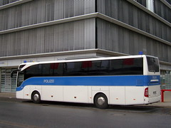 Bundespolizei ... (bayernernst) Tags: bus deutschland mai polizei wolfsburg omnibus wob 2014 niedersachsen bundespolizei snc18295 10052014