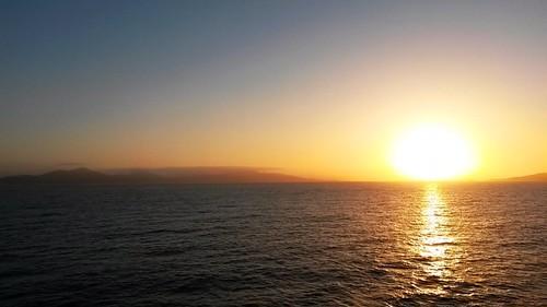 Lever de soleil sur les Iles d'Hyères et Porquerolles, en approche de Toulon