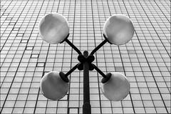 Punti focali (GE) (Ondablv) Tags: portrait house skyscraper canon reflections photography eos photo triangle rooms foto image photos tag images moderne genova zena geometrical grattacielo lampioni palle lampione naso quattro sfere riflesso finestre immagine geometrie linee immagini alti grattacieli 70d triangolo strutture triangoli