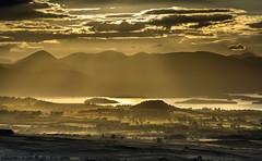 Horizon (Mandlenkhosi) Tags: shadow landscape gold scotland shadows relief lochlomond goldenhour goldenlight queensview auchinedenhill nikonafsvr70300f4556gifed nikond800