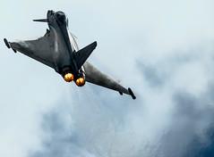 Going vertical (Toby Jones Photography) Tags: clouds haze display heat eurofighter typhoon riat nikond3200 afterburner
