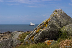 "Old Sailboat in ""Landunvez"" [Brittany, France] (Astro☆GuiGeek) Tags: sea mer rock stone canon brittany seascapes bretagne paysage paysages t3i finistère argenton 600d canonphotography eos600d canoneos600d astroguigeek"