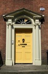 Arzt des Leibes und der Seelen (amras_de) Tags: door dublin puerta irland porta porte ate hibernia kapi tr uks irlanda deur irlande doras tre ierland drr irska dr ovi drzwi vrata irlandia irsko hur ajt pordo dver