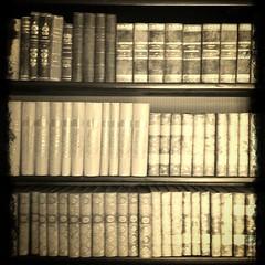 "Lite känslan av ""... det begicks av bibliotekarien i biblioteket ..."" om ni minns Cluedo (malinajansson) Tags: old sepia square book library books bookshelf collection bookcollection uploaded:by=instagram"