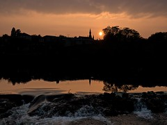 The setting sun over Dumfries skyline taken from Sands next to the River Nith (penlea1954) Tags: uk bridge red sky sun set river scotland setting weir dumfries galloway nith caul devorgilla