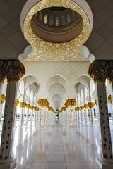 Sheikh Zayed Grand Mosque vanishing perspective (ryotnlpm) Tags: travel white reflection beautiful vertical architecture golden dubai muslim islam uae perspective grand mosque reflect pineapple marble ornate vanishing unitedarabemirates abud
