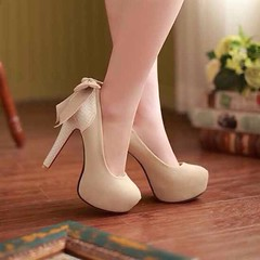 รองเท้าส้นสูง แฟชั่นเกาหลีใส่ออกงานสวย นำเข้า ไซส์34ถึง42 พรีออเดอร์RB2014 ราคา1550บาท รองเท้าออกงาน แฟชั่นเกาหลีผู้หญิงสวยหรูหราแต่งโบว์ด้านหลังเท้าสไตล์อินเทรนด์แบรนด์เนม ตัวรองเท้าแฟชั่นเป็นส้นสูงหนังกลับเสริมแพลทฟอร์มหน้าเท้ายกสูงดูดีเซ็กซี่มากๆ จะใส่