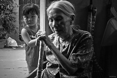 Curious (-clicking-) Tags: life old blackandwhite bw monochrome childhood children b