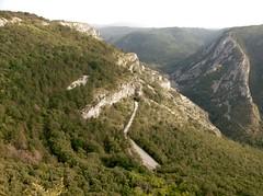Veduta della Val Rosandra dalla Vedetta di S.Lorenzo , si nota l'ex percorso della Ferrovia