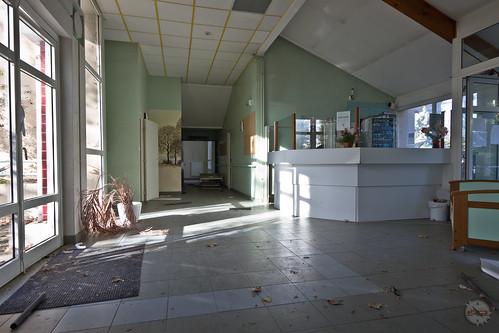 """La dernière demeure de violette • <a style=""""font-size:0.8em;"""" href=""""http://www.flickr.com/photos/60395175@N00/32797167813/"""" target=""""_blank"""">View on Flickr</a>"""