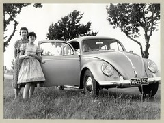 "VW 1100 (Raymondx1) Tags: vintage classic black white ""blackwhite"" sw photo foto photography automobile car cars motor vw volkswagen vw1100 käfer beetle kever maggiolino fusca coccinelle vehicle antique auto typ1 type1 economicmiracle wirtschaftswunder lady woman girl fashion dress summerdress floraldress 1950s fifties vienna"