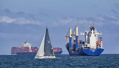 Transporte (cazador2013) Tags: mar cielo nubes petroleros contenedores velero