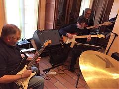 Shaddicts en répétition... (Gérard Farenc (slowly back) !) Tags: shaddicts music musique guitar guitare rock fender pop sixties shadows vox amplifier ampli cymbale cymbal intérieur