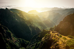 Pico_do_Arieiro_1977 (experience to discover) Tags: pico do arieiro madeira portugal mountain berg sunrise sonnenaufgang über den wolken beautiful light national geographic ngc landscape landschaft