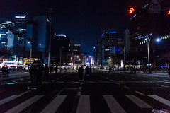 Walk in the middle of an avenue at Seoul ( South Korea ) (Jeremy G. Photography) Tags: eos canon canon5dmarkii canondslr dslr night seoul séoul southkorea korea coréedusud corée nuit street rue avenue city da dark