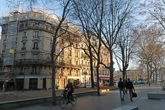 Rue des Fossés Saint-Bernard - Paris (France) (Meteorry) Tags: europe france idf îledefrance paris saintvictor street rue ruedesfosséssaintbernard ruedeschantiers corner coin morning matin trees arbres people velib trottoir pavement march 2017 meteorry