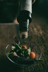 Ácido acético *explore* (Monica Fiuza) Tags: stilllife ensalada salad vinagre vinager