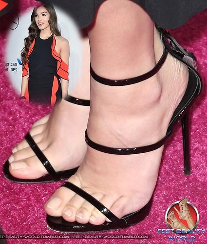 Hailee steinfeld feet