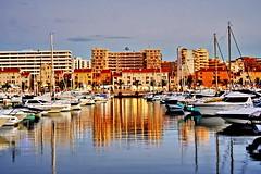 Marina de Vilamoura/Algarve (Zéza Lemos) Tags: praia water água mar barcos férias céu porto algarve reflexos vilamoura recreio entardecer