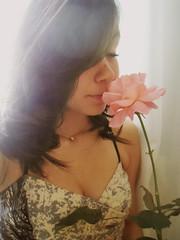 SAMMMM_8817 (Beatri'z Andrade) Tags: pink flowers cute girl beautiful rose dress flor rosa garota menina vestido hear petala