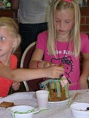 "zomerspelen 2012 koekhuisjes maken • <a style=""font-size:0.8em;"" href=""http://www.flickr.com/photos/125345099@N08/14403917111/"" target=""_blank"">View on Flickr</a>"