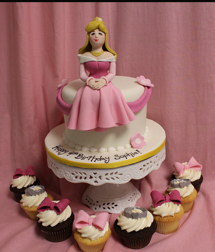 Sleeping Beauty Cake & Cupcakes