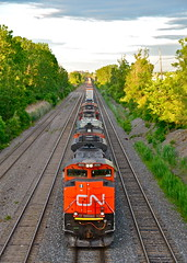 CN 121 before sunset (Michael Berry Railfan) Tags: santafe cn quebec montreal ge lachine bnsf dash8 generalelectric canadiannational emd gmd atsf warbonnet cofc sd70m2 stacktrain sd75i intermodaltrain sd75m dash840cm cn8010 cn2409 cn5709 cn5694 cn121 montrealsub bnsf205