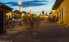 Fantasmas Urbanos (Zeros86) Tags: sunset landscape nikon bonito colonial fuente lindo granada nicaragua nikond3200 lacalzada d3200 latinomerica callelacalzada lacalzadastreet octaviojoselezcanohernandez zeros86 zeros86photography